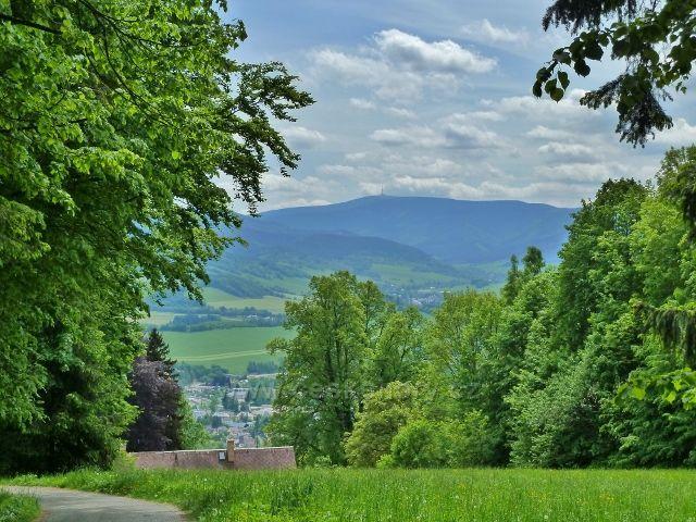 Lázně Jeseník - pohled od rozcestí U Mnicha k Pradědu