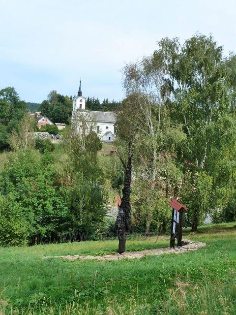 Jamné nad Orlicí - pohled na torzo Jamenského tisu a kostel