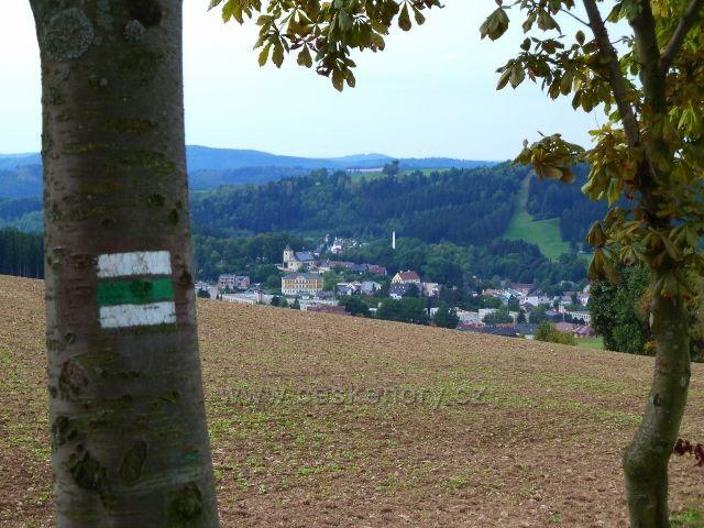 Jamné n.O. - pohled na Jablonné n.O. z trasy po zelené TZ