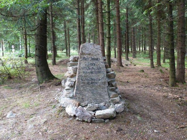 Červenovodské sedlo - pamětní kámen k 40. výročí panování Jana Lichtensteina z roku 1898