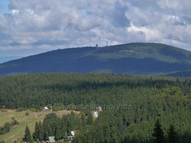 Buková hora - pohled od telekomunikační věže k Suchému vrchu