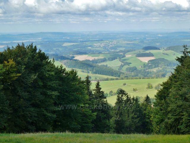 Buková hora - pohled od komunikační věže na Sobkovice