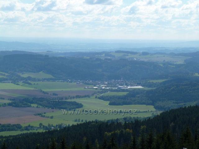 Buková hora - pohled ke Štítům od vrcholu sjezdovky do Mlýnického Dvora