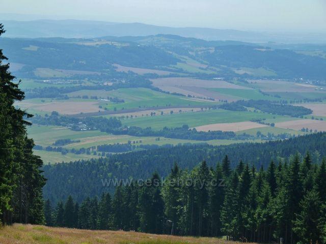 Buková hora - pohled z vrcholu Mlýnické sjezdovky k Herolticím
