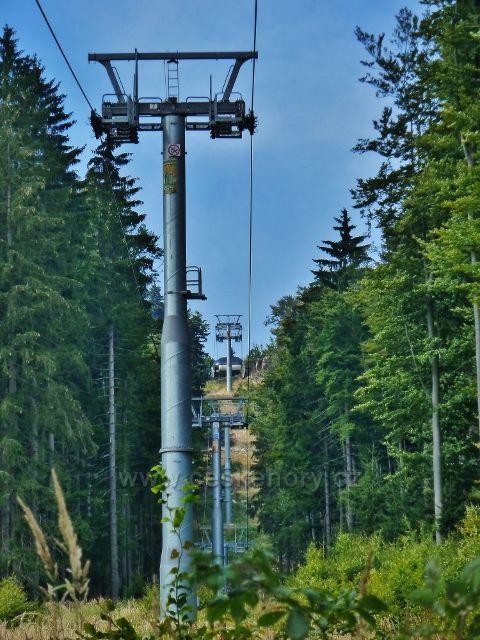 Buková hora - lanovka z Mlýnického Dvora na vrchol Bukové hory - pohled k horní stanici