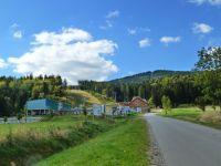 Mlýnický Dvůr - lyžařské středisko Buková hora s Bukovou horou v pozadí