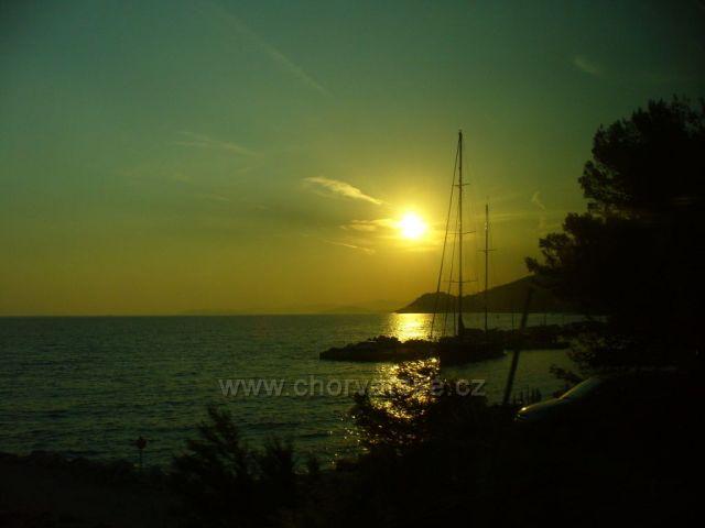Západ slunce-pohled z autobusu
