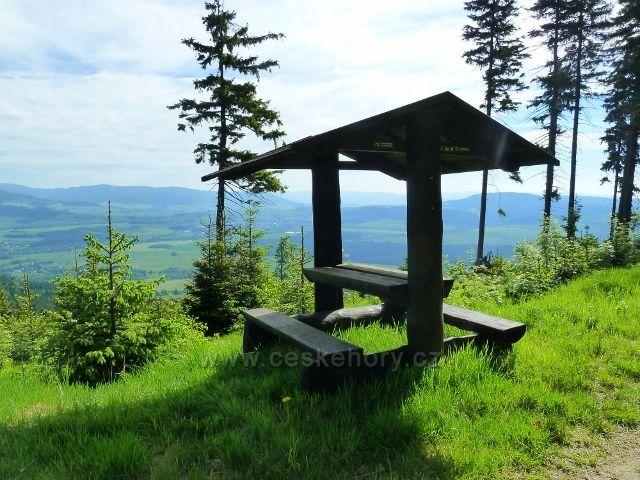 Suchý vrch - sedánek pod Bradlem s výhledem na Kralicko