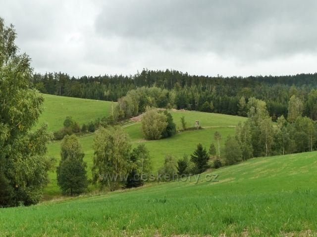 Pastviny - posed nad hasičárnou nad Markétiným údolím