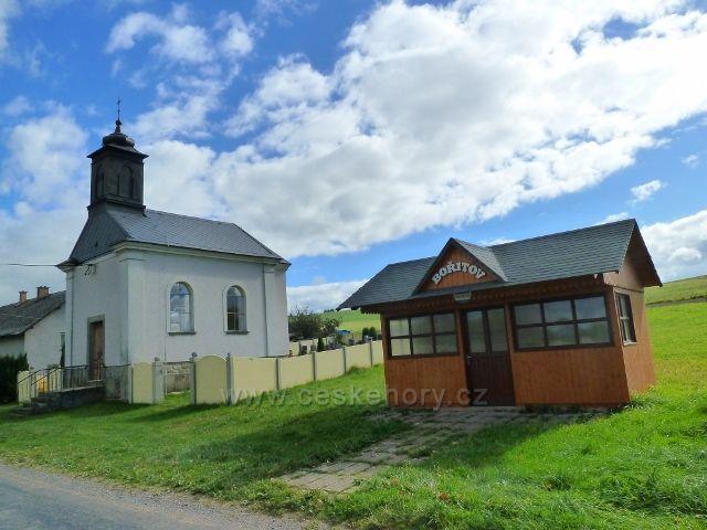 Bořitov - hřbitovní kaple a autobusová zastávka