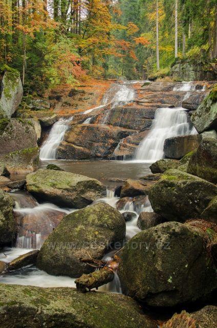 vodopády Černá Desná v podzimních barvách