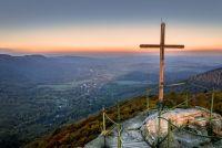 Svítání na Paličníku, krásný výhled do údolí.