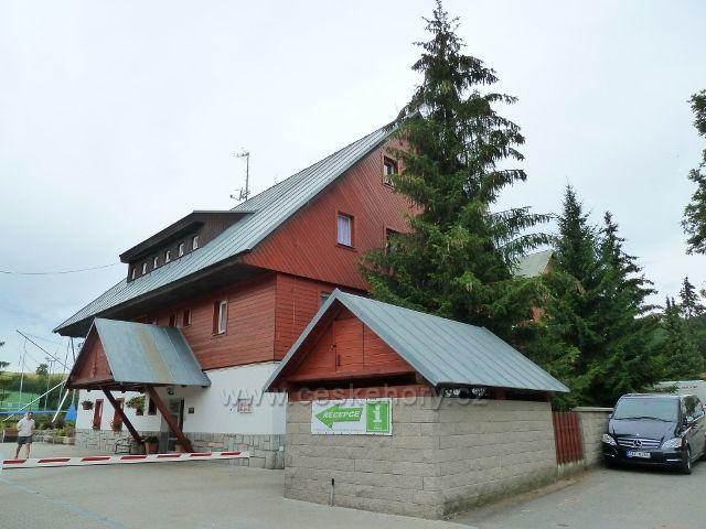Ostružná - Skiland - objekt Muzea hudebních nástrojů a sídlo infocentra