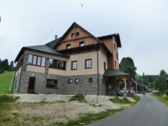 Ostružná - nově postavený objekt restaurace Jeřabina