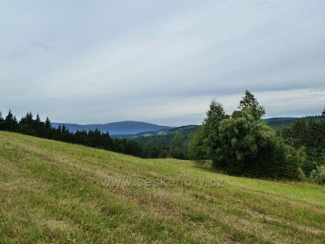 Ostružná - pohled z úbočí Holého vrchu k Šeráku