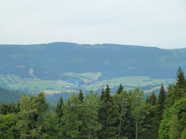 Kronfelzof - pohled z úbočí Holého vrchu na pásmo Kralického Sněžníku a na Stříbrnici