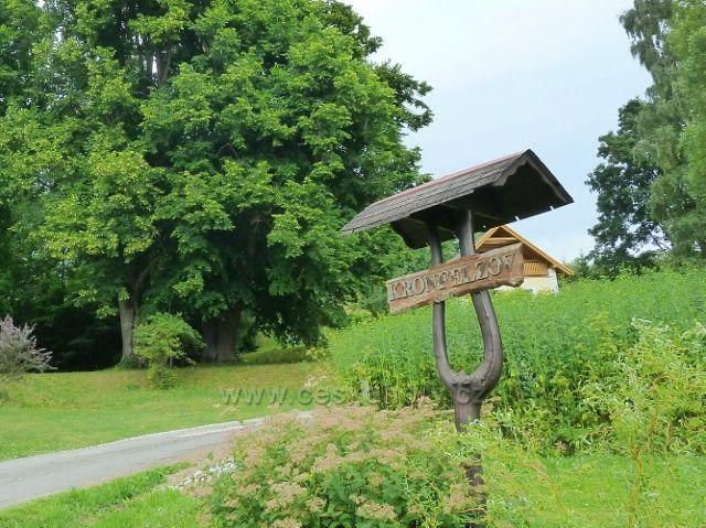 Kronfelzov - označení osady na příjezdu od Branné