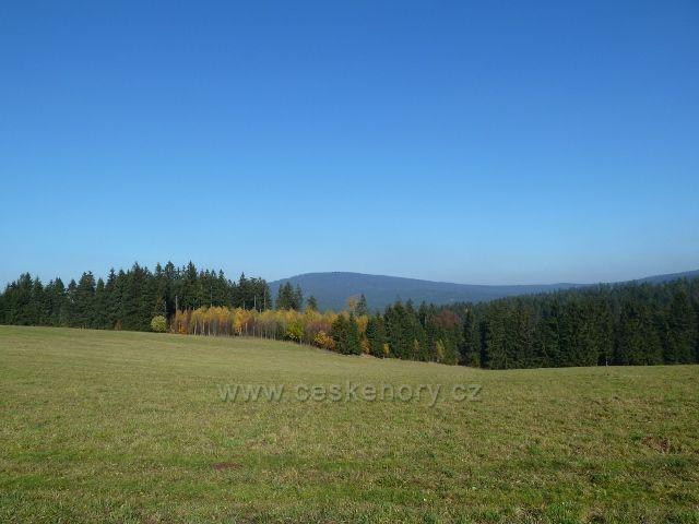 Písařov - pohled z Hřebínku na vrch Jeřáb