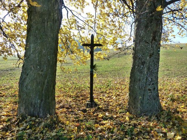 Písařov - křížek u cyklostezky 4071 do Mlýnického Dvora