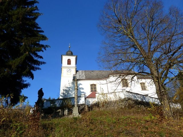 Hanušovice - barokní kostel Sv.Mikuláše nad Údolní ulicí