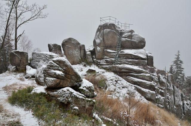 Kamenná vyhlídka na Tanvaldském Špičáku 22.11.2015 - první sníh.
