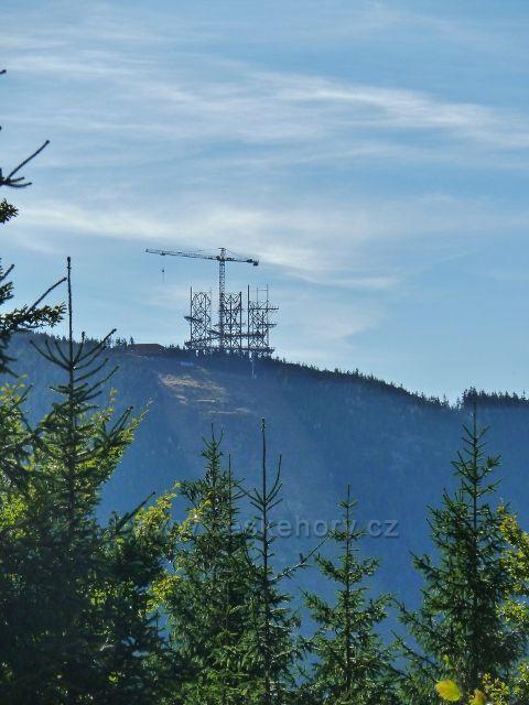 Dolní Morava - pohled na výstavbu Stezky v oblacích na úbočí Slamníku