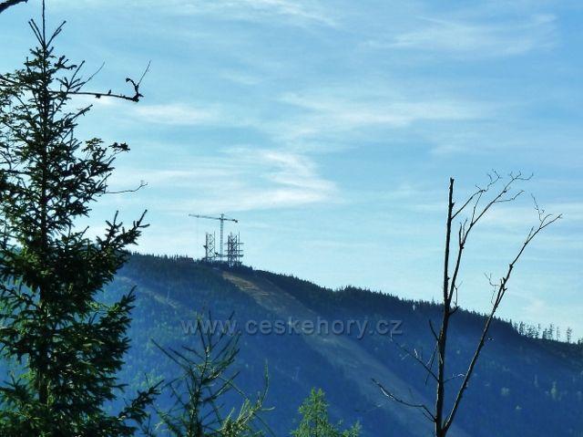 Dolní Morava - pohled na výstavbu Stezky v oblacích z cesty ke Zbojnické chatě