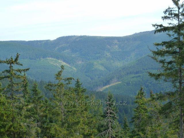 Dolní Morava - pohled z úbočí Klepáče na protilehlý Mokrý hřbet