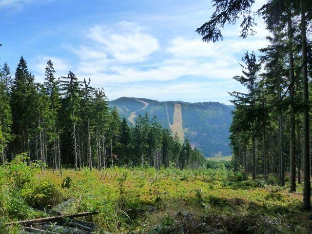 Dolní Morava - průhled z úbočí Klepáče na protilehlý Slamník