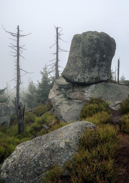 Čertův odpočinek - žulový kvádr v tvaru křesla kousek od vrcholu Černé hory.