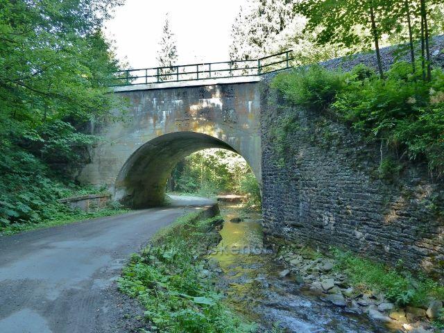 Branná - železniční most nad silničkou a říčkou Branná