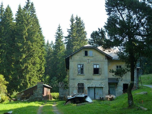 Branná - objekt nad Banjalukou určitě ještě pamatuje,jak nad ním vedla lesní železnice