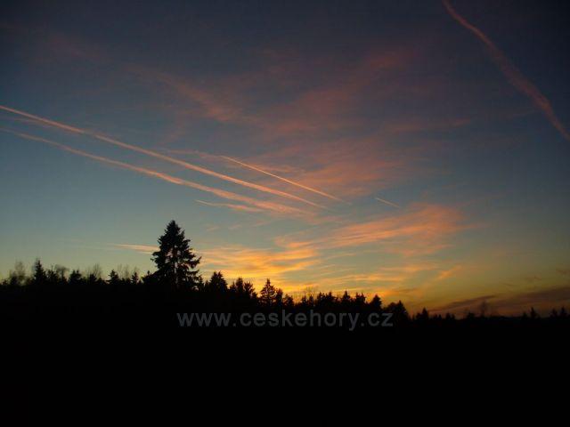 Západ slunce u Měšnice