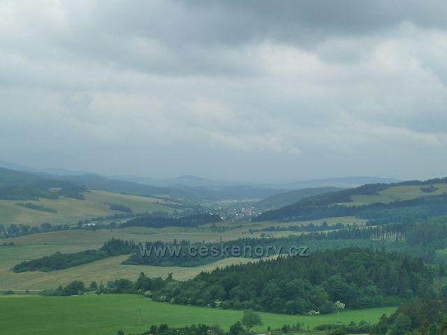 Město Albrechtice - pohled z rozhledny Hraniční vrch k Třemešné ve Slezsku