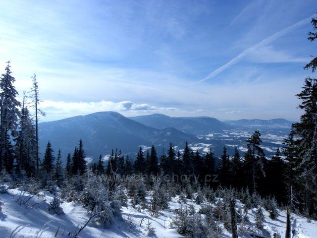výhled na Smrk,z červené trasy na Lysou horu