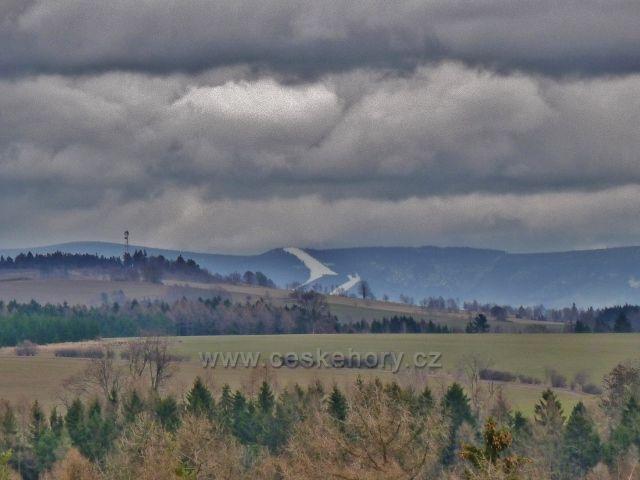 Lukavice - pohled z letiště na Slamník v masivu Králického Sněžníku