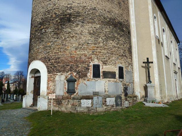 Žulová - historické náhrobní desky na věži kostely Sv.Josefa