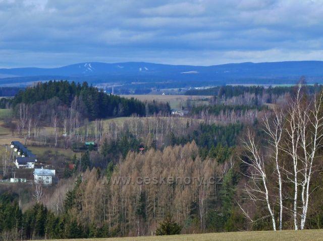 Nekoř - pohled ze silničky do Nekoře k vrchu Zakletý