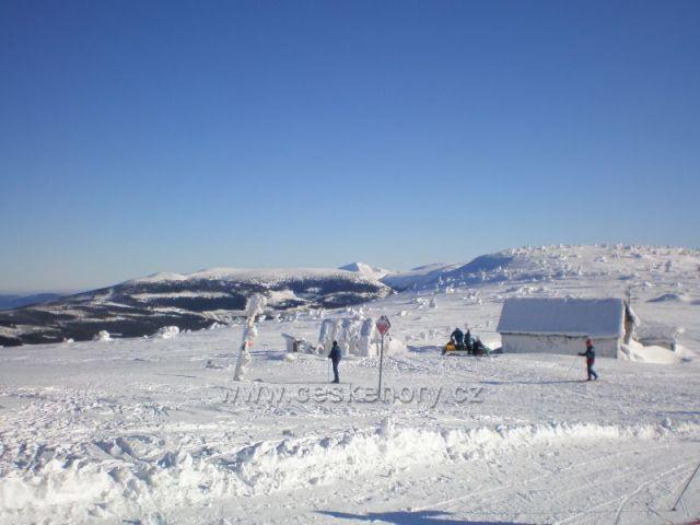 Ze Zlatého návrší ke Sněžce