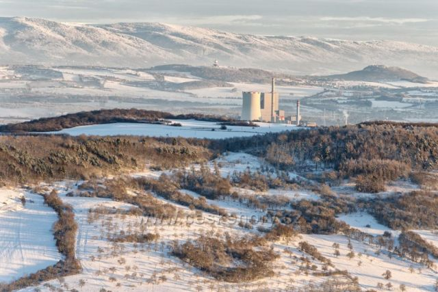 Výhled na elektrárnu Ledvice z vrchu Zlatník.