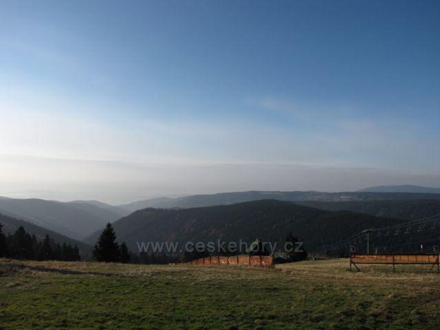 pohled na Krušné hory od Neklidu