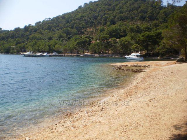 Velo Lago - pláž pri bývalých vojenských objektoch