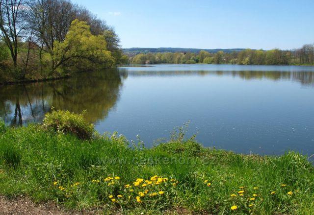 Jaro u Havlovických rybníků
