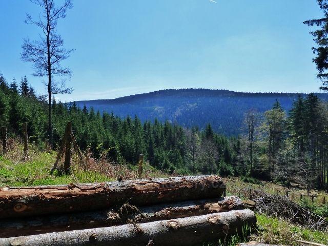 Pohled z cyklostezky 4071 na úbočí Suchého vrchu