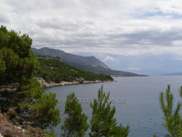 Nugal pláž mezi Tučepi a Makarskou.
