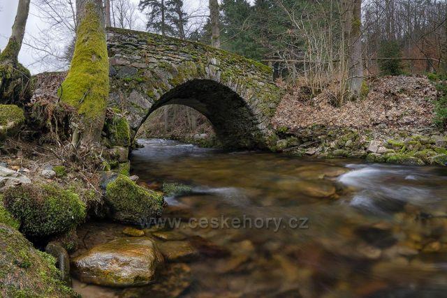Starý kamenný mostek v Hamernici