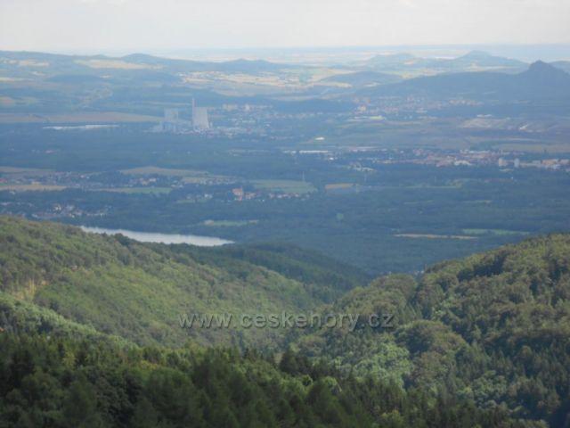 pohled z Krušných hor na elektrárnu Ledvice