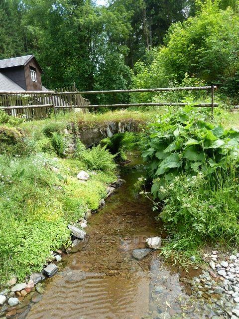 Hamernice - kamenný mostek přes potok tekoucí od Nebeské Rybné