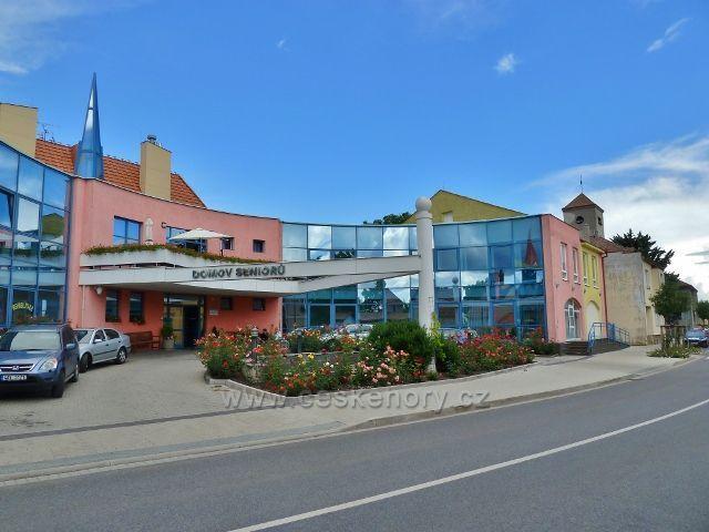 Mšeno - Domov seniorů byl otevřen v lednu 2004,s jeho výstavbou se však začalo již v roce 1998