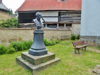 Mšeno - pomník otce vlasti Fr.Palackého dal postavit místní Okrašlovací spolek ke 100.výročí jeho narození